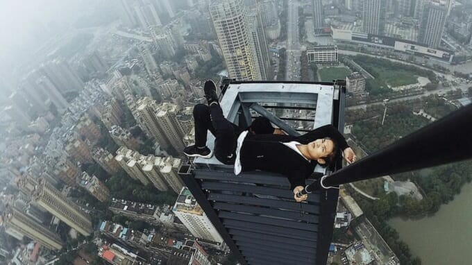 -названия Popular Chinese roofer Yongning Wu dies after 62-story fall