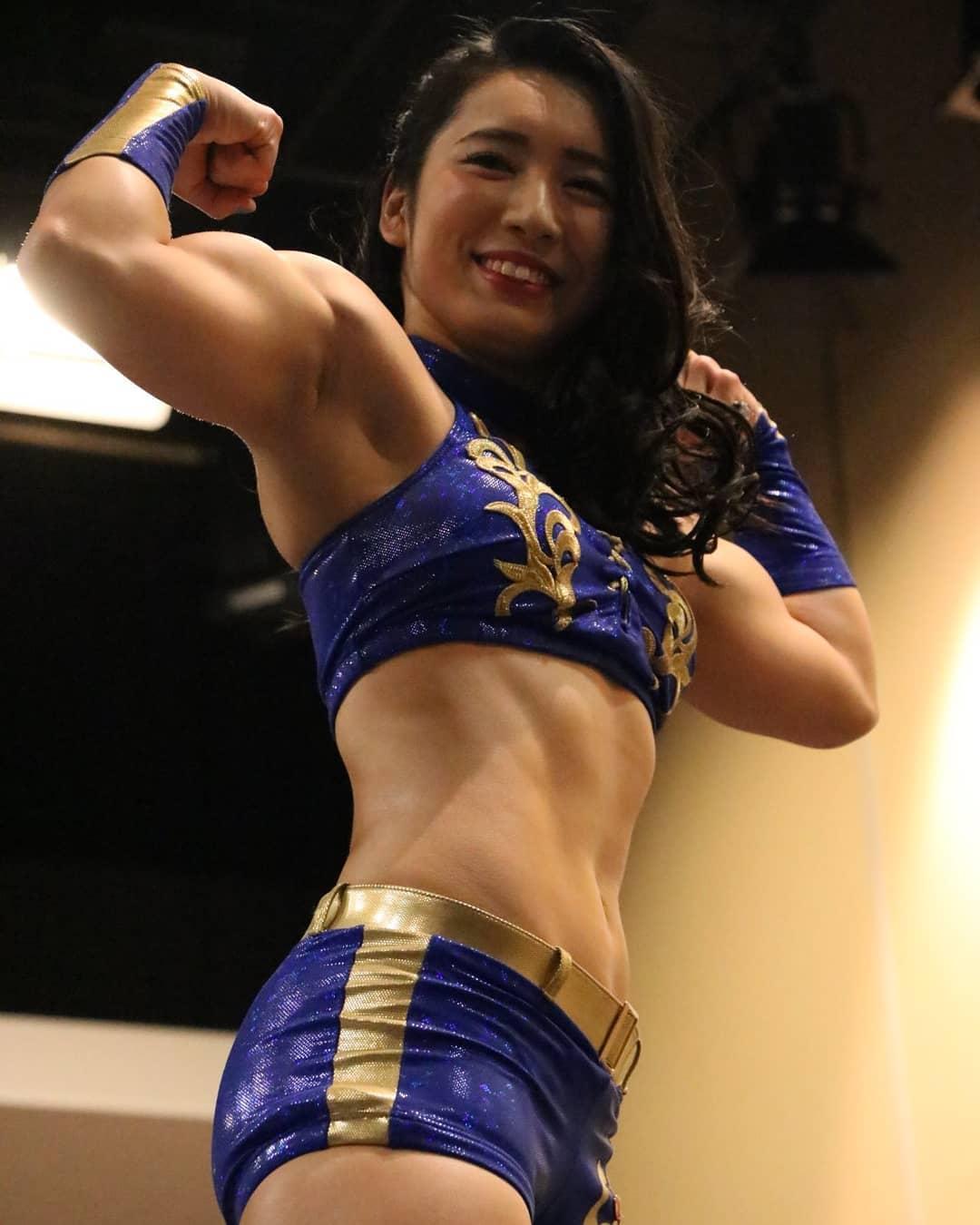 Japanese woman bodybuilding